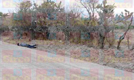¡La violencia regreso a Lagos de Moreno; Hallan a un hombre ejecutado por el camino a Las Mangas!