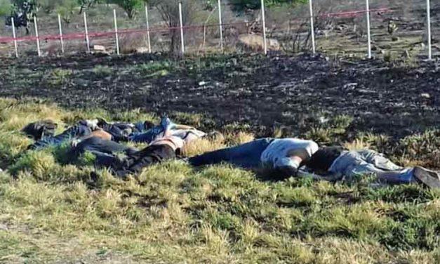 GALERIA/¡Ejecutan a siete personas a la orilla de la carretera en Unión de San Antonio!