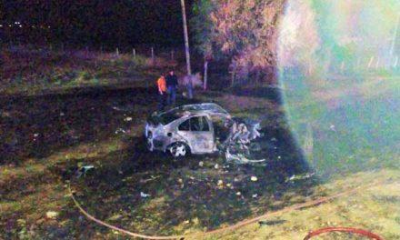 ¡Muere calcinado un conductor luego de chocar contra una camioneta en Rincón de Romos!