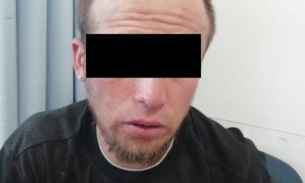 Tres sujetos que se desplazaban a bordo de una camioneta con placas sobrepuestas en el que se encontró droga, fueron detenidos