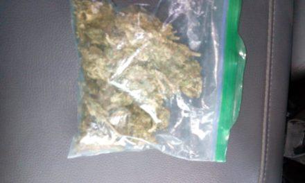 Par de jóvenes oriundos de Zacatecas fueron detenidos con más de 100 gramos de marihuana y droga crystal