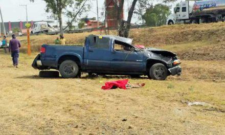 ¡Mueren dos adultos y un menor en volcadura en El Salitrillo, Rincón de Romos!