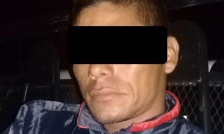 Contaba con una orden de aprehensión vigente por el delito de robo cuando fue detenido