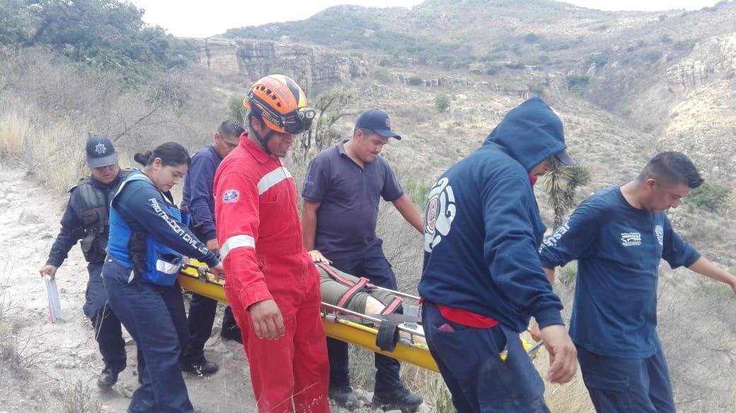 Auxilian a una  mujer que sufrió una fractura en el cerro del Picacho