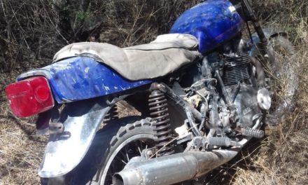 En el municipio de Cosío, fue localizada motocicleta con reporte de robo