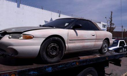 Vehículo que portaba placas sobrepuestas fue asegurado en el municipio de Rincón de Romos