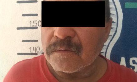 Fue detenido ya que aparentemente estaba relacionado con una orden de aprehensión