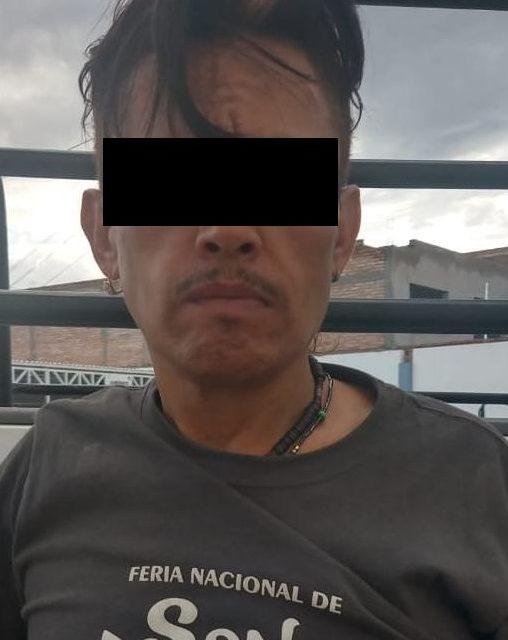 En el municipio de Pabellón de Arteaga sujeto que llevaba en su poder tres envoltorios con droga crystal fue detenido