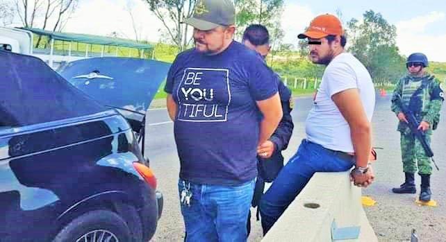 """¡Capturan con droga y armas a """"El Puga"""" presunto líder criminal y a otro sujeto en Lagos de Moreno!"""