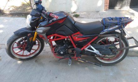Fue detenido cuando conducía una motocicleta con reporte de robo