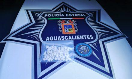 CAPTURAN ELEMENTOS DE LA SSPE A PRESUNTO DISTRIBUIDOR DE DROGA CON 70 ENVOLTORIOS DE CRYSTAL