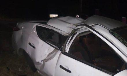 ¡Choque-volcadura de un auto dejó lesionado al conductor en Aguascalientes!