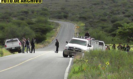 ¡Hallan a 2 hombres ejecutados dentro de una camioneta en Pánfilo Natera!