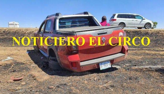 ¡Camioneta volcó en Fresnillo y dos aguascalentenses resultaron lesionados!