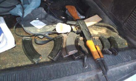 """¡Soldados aseguraron 2 vehículos, un """"cuerno de chivo"""", cargadores y cartuchos en Encarnación de Díaz!"""