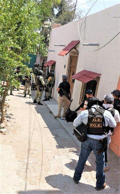 ¡Tras cateo aseguraron finca con objetos ilícitos Fiscalía Regional y SEDENA en Encarnación de Díaz!