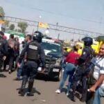 """GALERIA/¡Entre pedradas y jitomatazos la FGR y Guardia Nacional """"Reventaron"""" bodegas en el Agropecuario!"""