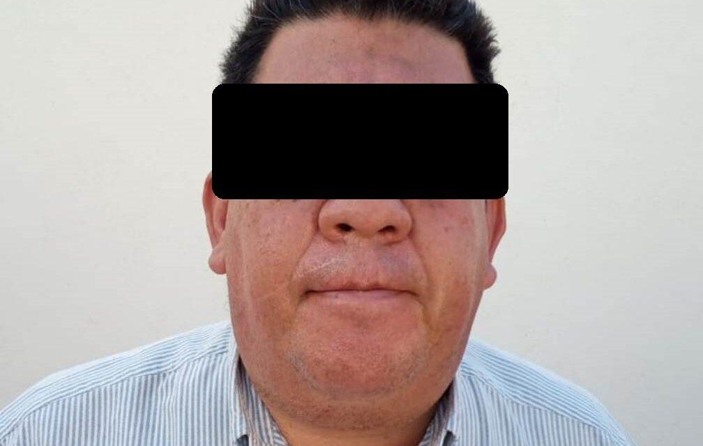 FUE DETENIDO CUANDO CONDUCÍA UN VEHÍCULO CON REPORTE DE ROBO VIGENTE.