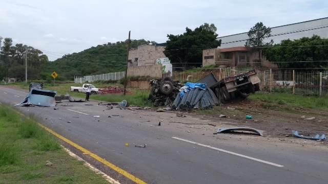 ¡Volcadura de tráiler en Calvillo, Aguascalientes, dejó 2 muertos y 1 lesionado!