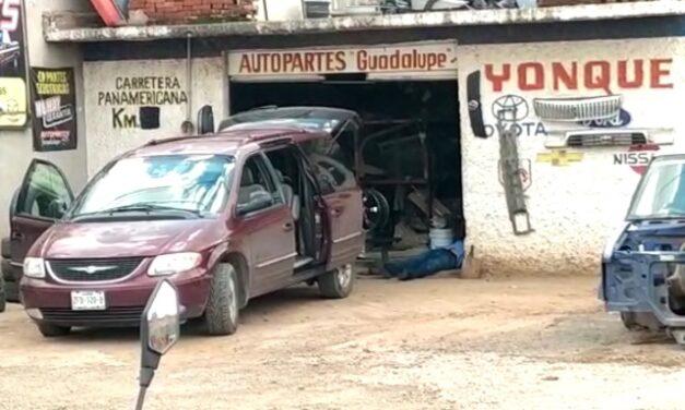 ¡En un yonque en Guadalupe ejecutaron a tres hombres y les dejaron un narco-mensaje!