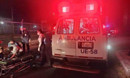 ¡Afuera de un bar en Aguascalientes quedaron lesionados dos hombres golpeados!