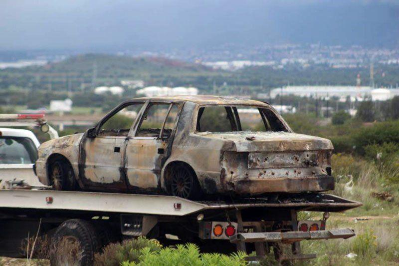 ¡Ejecutan a un hombre y localcinan junto con su auto en Zacatecas!