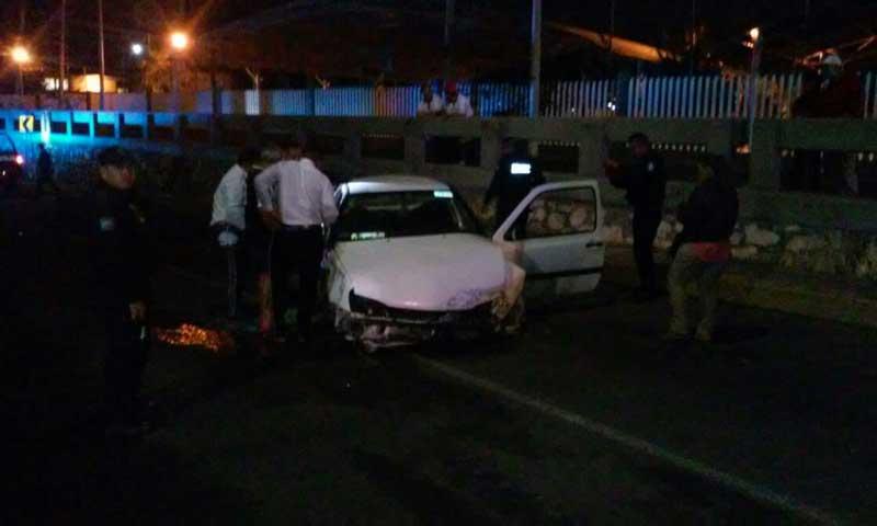 ¡Veloz conductor se estrelló contra una patrulla de la policía estatal en Aguascalientes!
