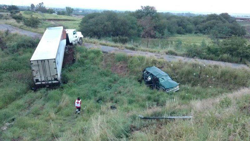 ¡Doble accidente en la 70 Poniente y ellibramiento a Calvillo: una mujer zacatecana grave!