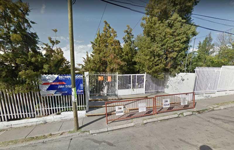 ¡Estudiante de primaria golpea a su maestra con un palo de escoba en Aguascalientes!