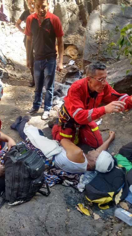 ¡Sexagenario resulta herido al caer a una barranca en Zapotlanejo!