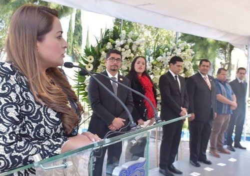 ¡Honra alcaldesa de la capital memoria de Constituyentes!