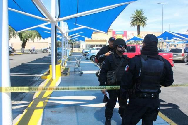 ¡Intentaron ejecutar a balazos a un hombre en el estacionamiento de Wal-Mart en Zacatecas!