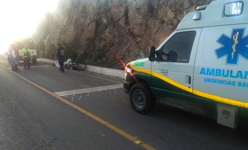 ¡Motociclista de Loreto murio al impactarse contra un auto en Aguascalientes; el conductor huyó!