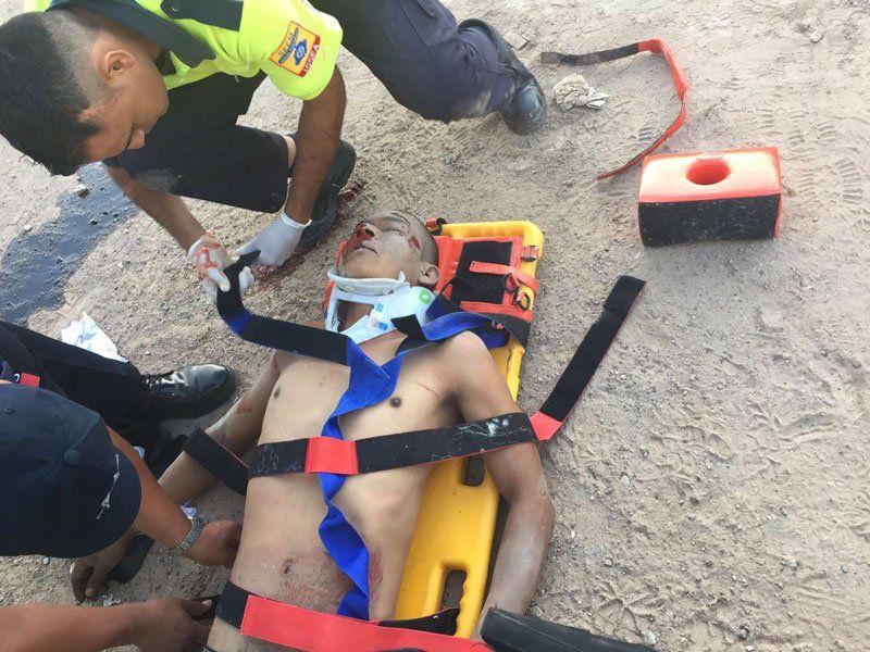 ¡Peatón muere prensado contra lapared, impactado por camioneta!