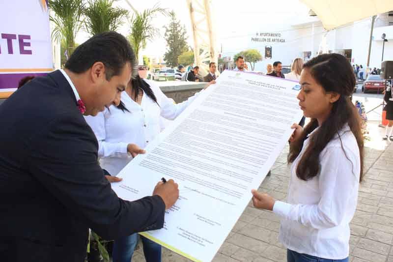 ¡Firma Ayuntamiento de Pabellón manifiesto de voluntad por el medio ambiente!