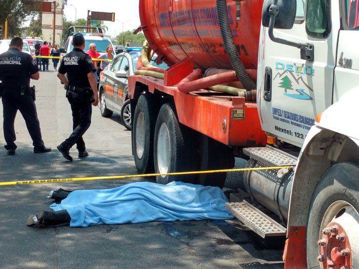 ¡Muere jinete tras caer de su caballo y ser arrollado por una pipa en Aguascalientes!