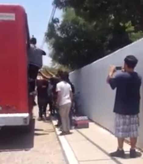 ¡Normalistas de Cañada Honda asaltan camiones repartidores de Coca Cola, Bimbo y Marinela!