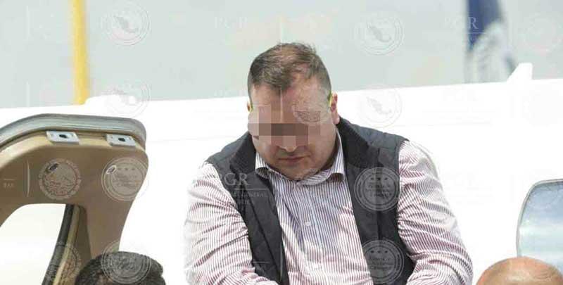 ¡Le notifican orden de aprehensión a Javier Duarte a su arribo a la Ciudad de México!