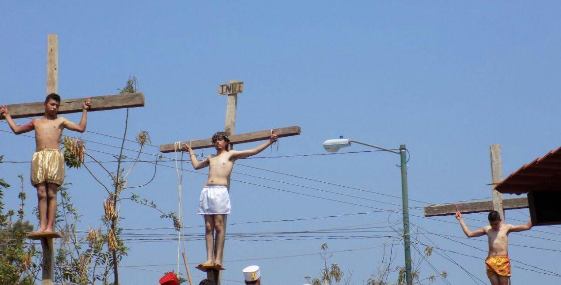 ¡Judas muere ahorcado de verdad en plena procesión en Tancítaro, Michoacán!
